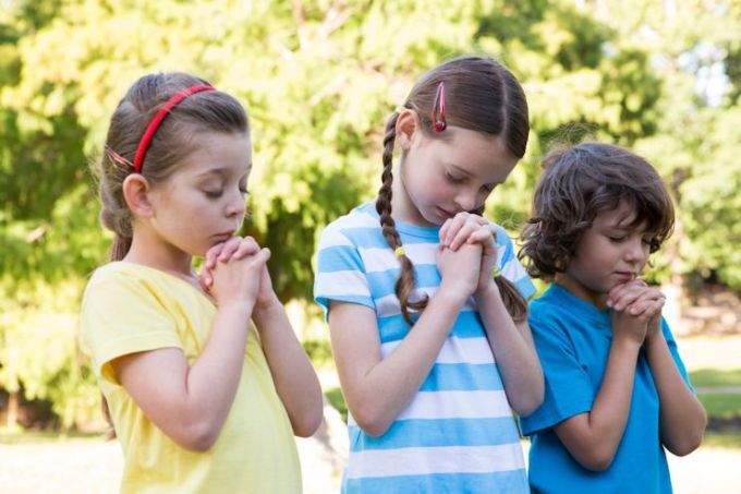 thumbnail_Children-Praying-Together.jpg